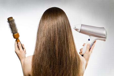 В экстренных случаях проведите по волосам специальной салфеткой