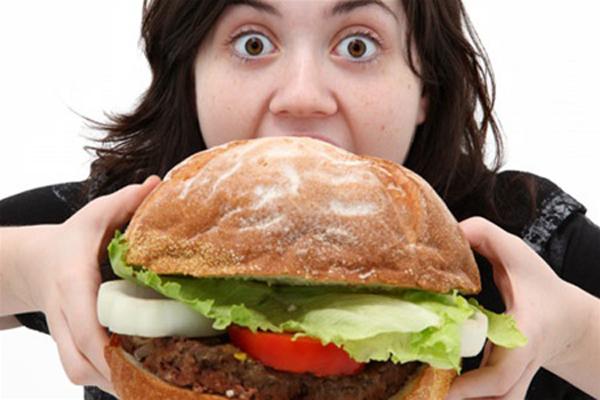 Объедание ведет к урчанию в животе