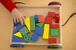 К 2,6 ребенок вполне может различать формы и цвета