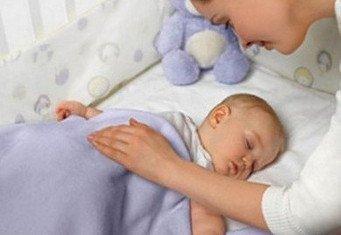 Не укладывайте ребенка спать с собой! Он должен иметь свою территорию