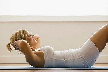 Сразу после родов делать кучу разных упражнений на пресс не стоит. Это опасно!