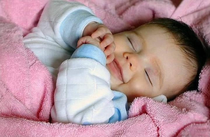 Выдерживайте паузу. Ребенок просыпается каждые 2 часа между фазами сна