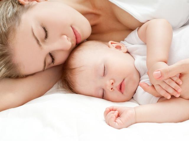 И всё же спать с малышом - нельзя. Иначе он привыкнет!