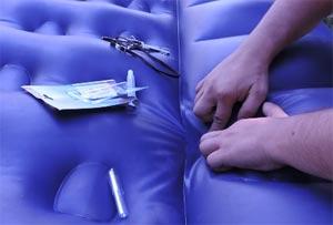 Надувные матрасы могут лопнуть по шву от нагрузки или пострадать от когтей животных